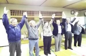 党議席空白を克服した高橋かず子さん(中央)